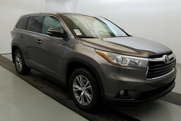 Pre-Owned 2015 Toyota Highlander LE Plus V6